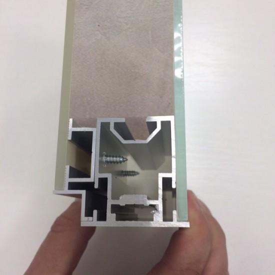 Durvis ar slepto alumīnijas kārbu Spogulis 2